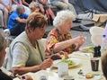Äldre damed som njöt av god dansk mat och dixielandsmusik