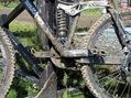 Både cyklar och förare blir rejält smutsiga under nedfärden
