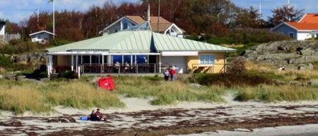 Någon hade glömt att kratta stranden- Och så var det så påträngande försäljare.