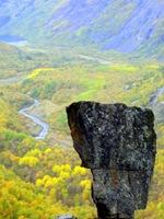 Katerat-stenen i höstlandskap