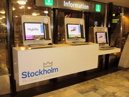 Stockholms turistbyrås informationsterminaler i övre biljetthallen vid Klarabergsgatan