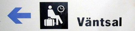 Skylt om nedsläckt väntsal utanför Bräcke station