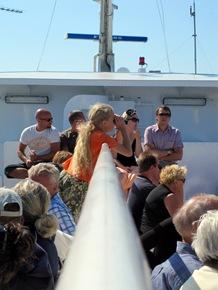 Fullt, folkligt och festligt ombord