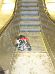 Nedåtgående rulltrappan står