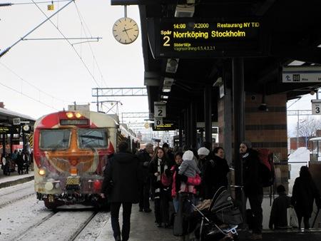 inte bara fel skyltning på stationen, utan även det tåg som avgick är felskyltat.