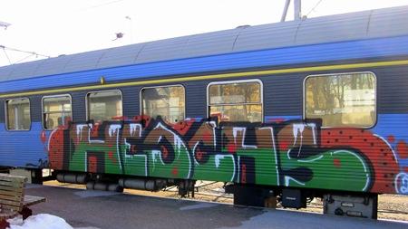 Hela vagnen nedkledad med graffiti på Kalmar C