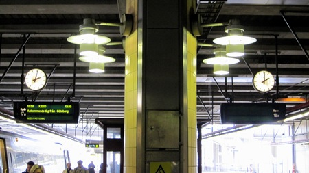 Nu går klockorna rätt på Stockholms Central