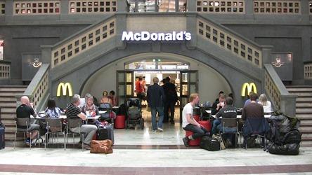 Nu kan man åter klämma en Big Mac innan pendeln går . . .