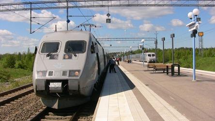 Mycket tåg på liten station