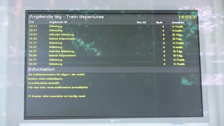 Klockan på monitorn för avgående tåg visar en timme fel