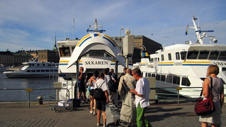 Ombordstigning på Saxaren för resa till Utö