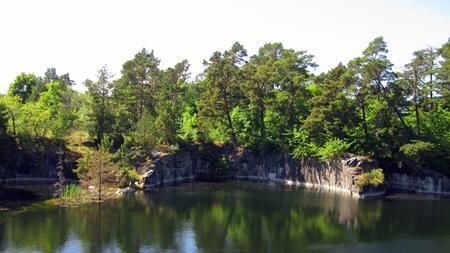 Vattenfyllt gruvhål