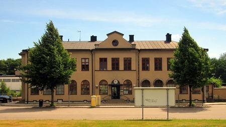 Motala C – Fräsch station med en tyvärr en lite skymmande skylt