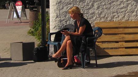 Väntan i solen innan det är dags för resa hem till Stockholm