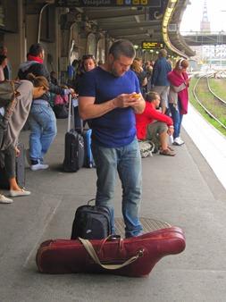 Var har han i väskan?