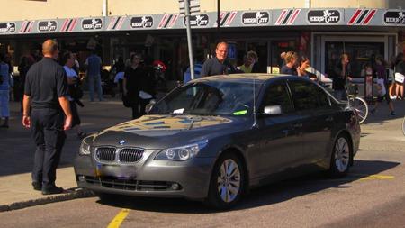 """Veolias trafikledning försöker förgäves få bort Säpos """"felparkerade"""" bil"""