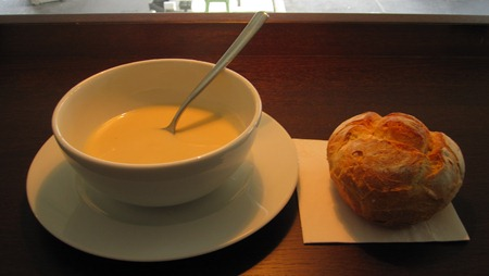 Soppa med utsökt bröd