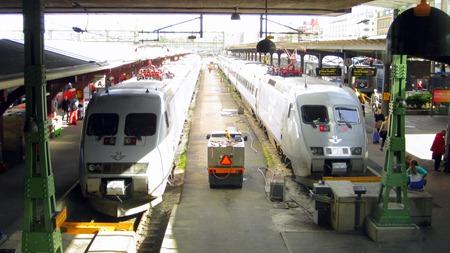 Suverän utsikt över kommande och avgående tåg