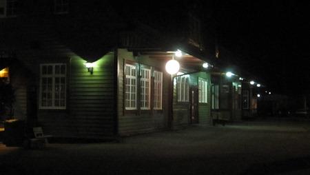 Bräcke station i nattmörker