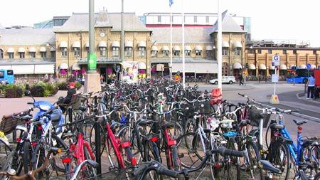 Många cyklar är det parkerade utanför Göteborg C