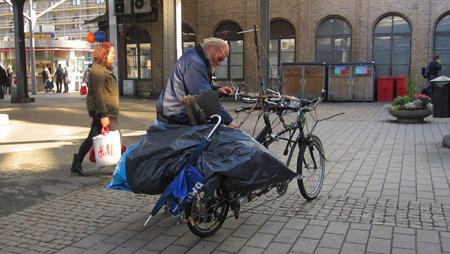 Så efter det han låst upp cykeln kunde han åka väg.