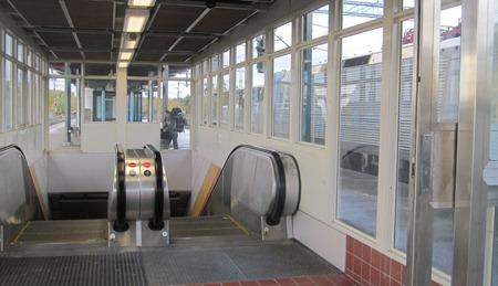 Den nedåtgående rulltrappan var traditionsenligt var ur funktion.