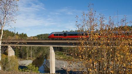 NSB/SJ:s tåg på väg till Oslo passerar Velandabron - Copyright Stefan Lindberg