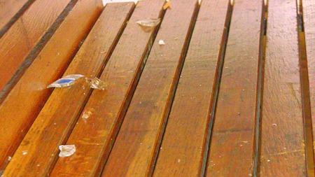 Vassglas på bänkarna