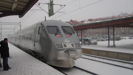 Tåg 425 lämnar Skövde