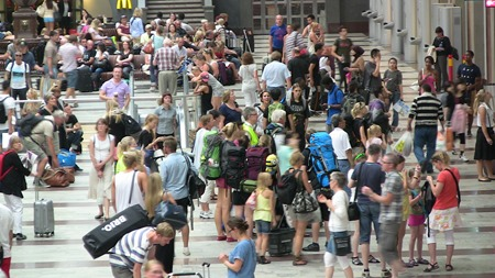 """Många resenärer men alla fick hjälp av """"floorwalkers"""""""