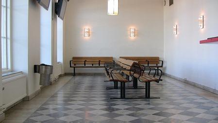 God ordning i väntsalen på Norrköping C