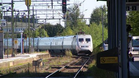Vilken station anländer det här snabbtåget till?