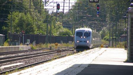 Och vilken station ankommer detta snabbtåg till?