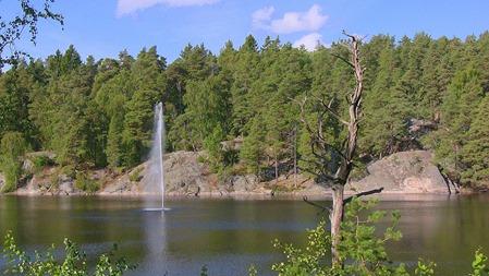 Vy från Handens pendeltågstation över sjön Handen-