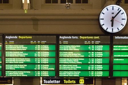 Inga nattåg på stationstavlan så långt ögat kan nå