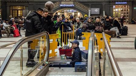 Trevlig reparatär som fixar krånglande rulltrappa på Stockholm C