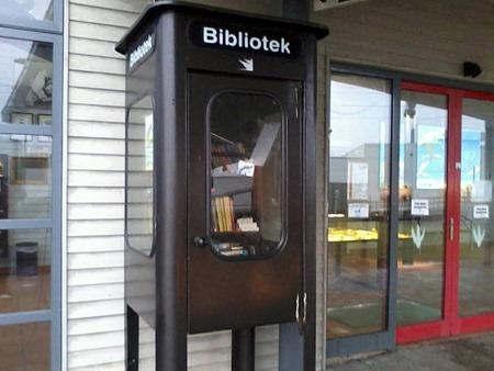 Station med Sveriges kanske minsta bibliotek