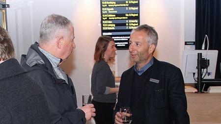 ÅKGSJ och Thomas Silbersky SJs marknads- och försäljningsdirektör ( Mingelfotograf: Ingvar Fogelberg )