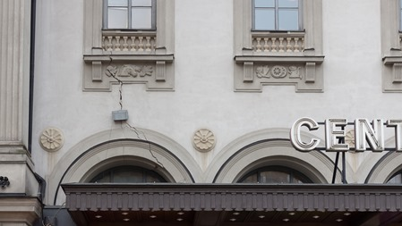 Spricka i fasaden på utsidan.