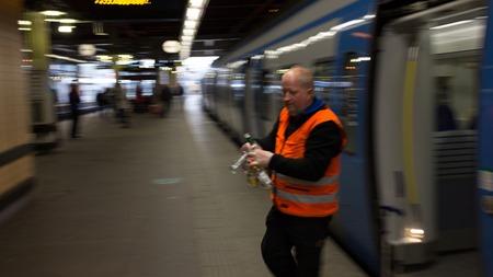 På Stockholm C hade man kallat in akutstäd för att rensa lite flaskor som rullade omkring i vagnen
