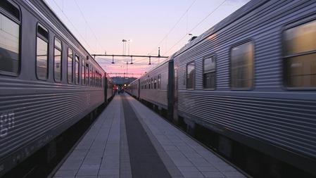 Nattåg 91 och 93 möts i Hudiksvall
