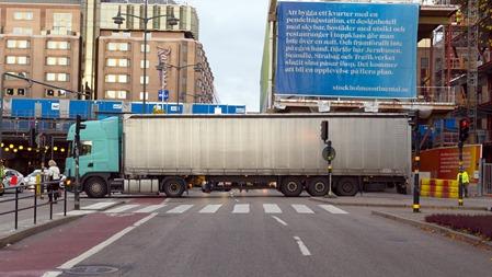 Långtradare som blockerar Vasagatan