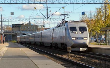 SJ 2000 passerar Katrineholm på väg till Malmö