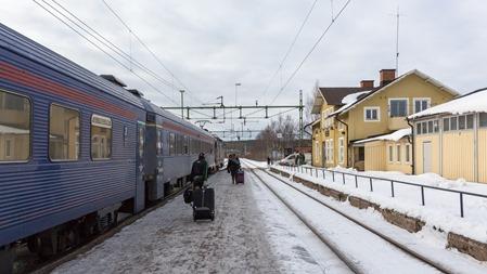 Ankomst med SJs IC-tåg med supersköna 1 klassvagnar