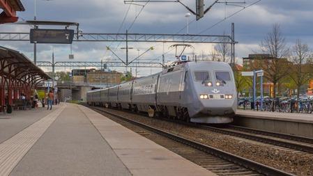 X2000 passerar Katrineholm på väg till Malmö