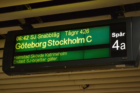 Första SJ-tåg direkt Malmö-Göteborg-Stockholm genom Hallandsåsen ( Foto: C-J Jargenius )
