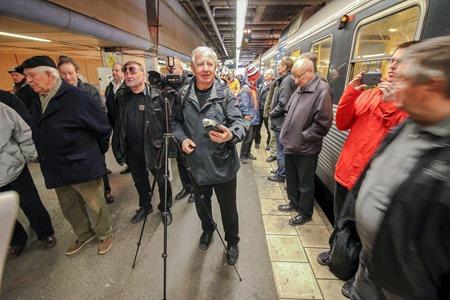 Årskort Guld SJ filmar sista turen med pendeltåg X10 ( Fotograf Ingvar Fogelberg )